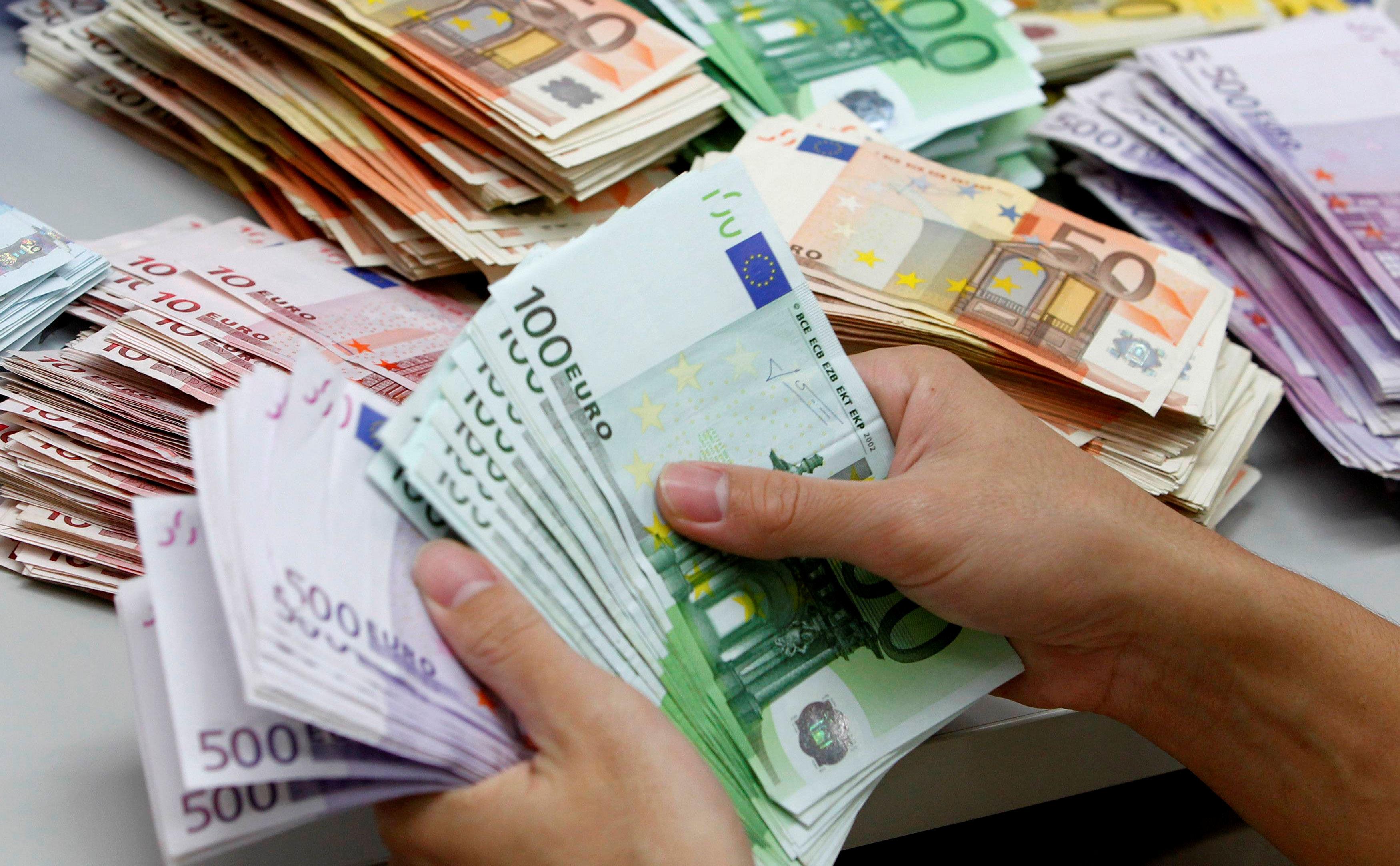 Conta-manuale-dei-soldi.jpg (3500×2167)