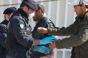 polizia-migranti