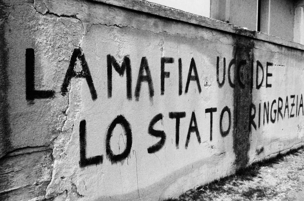 """Liberainformazione """"Fuori la mafia dallo Stato"""", urlavano"""