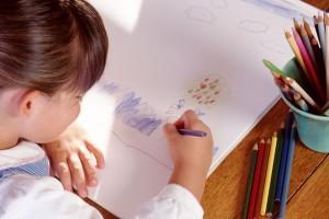 Bambina-disegna
