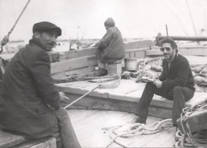 1983_Giuseppe_Fava_con_i_pescatori_di_Mazzara_del_Vallo