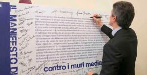 Martella-firma-Carta-Assisi